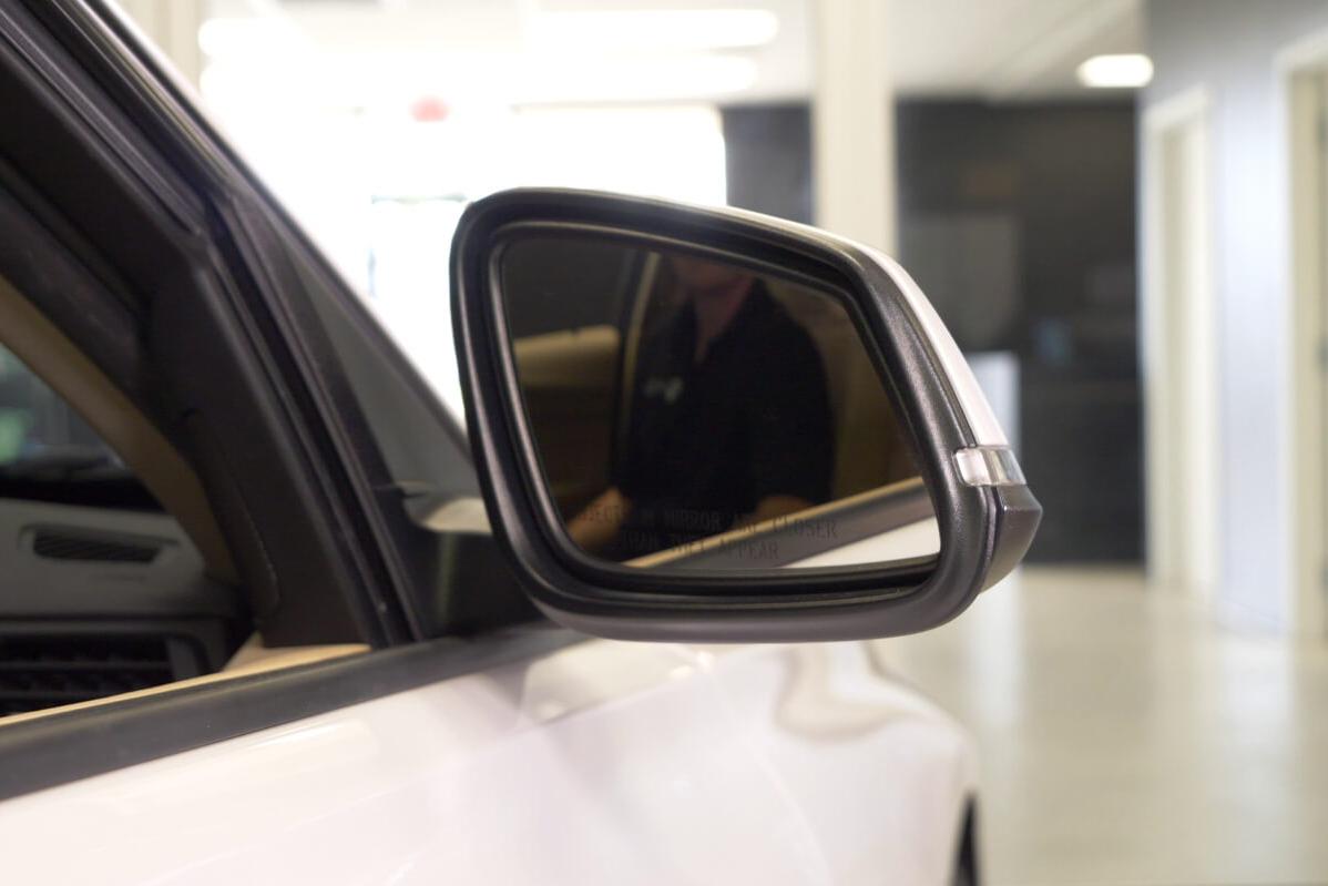 Tilting BMW Mirrors in Reverse