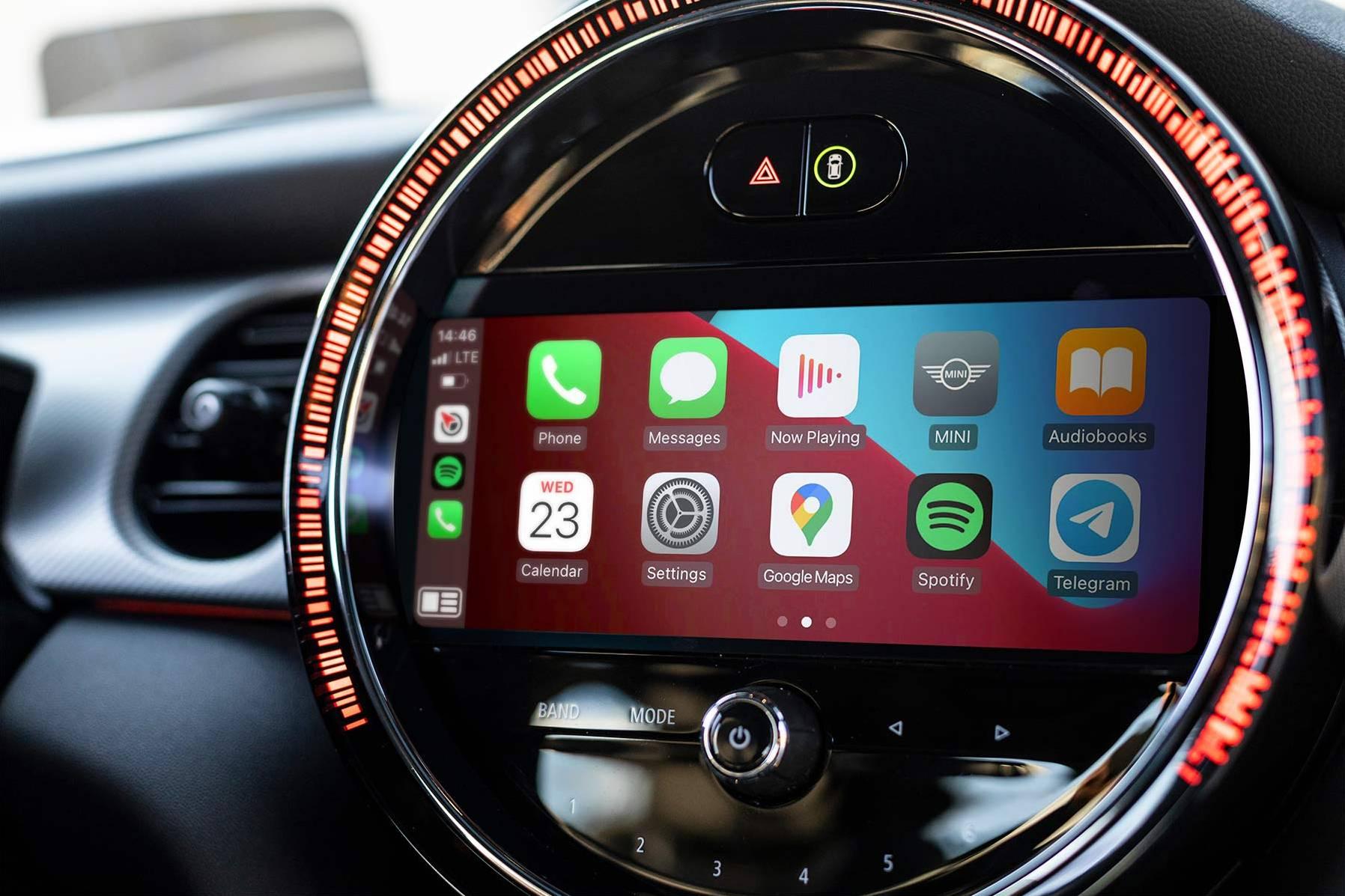 Full-screen CarPlay